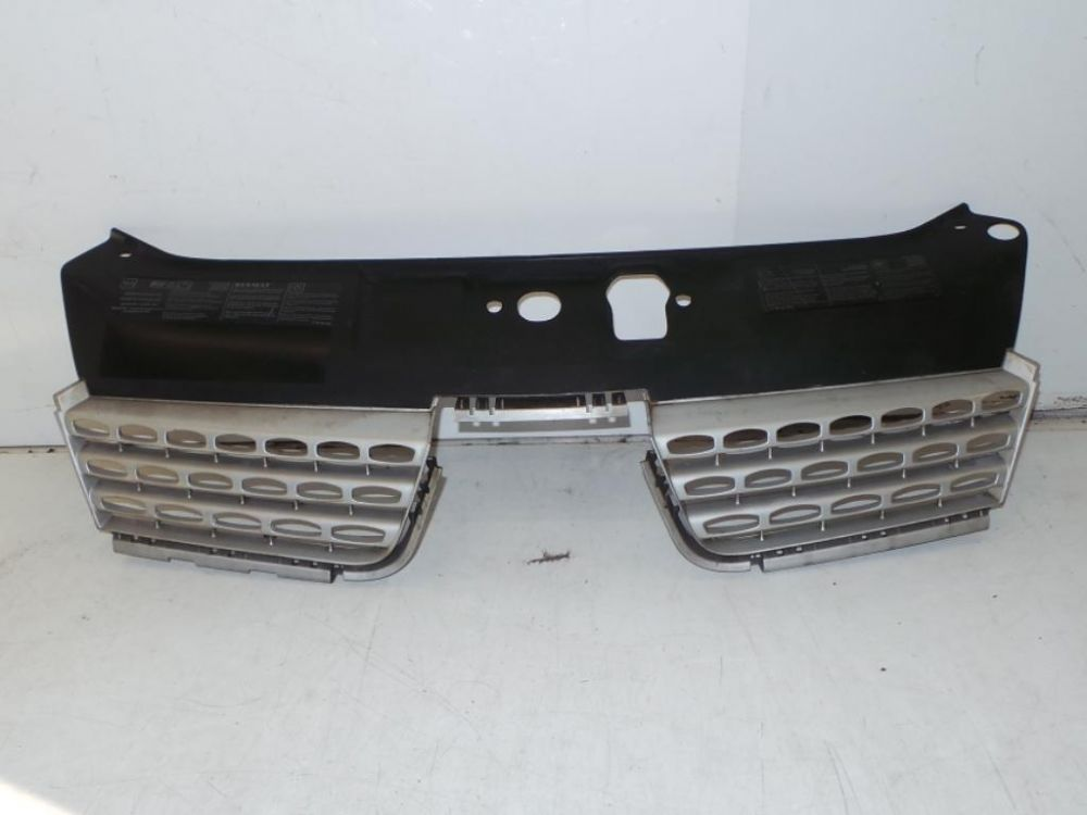 RENAULT CLIO II UPPER GRILL IN GREY 8200083138 / 8200190370